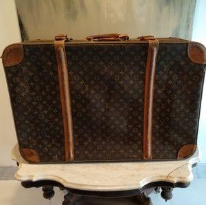 Vintage louis Vuitton big suitcase.
